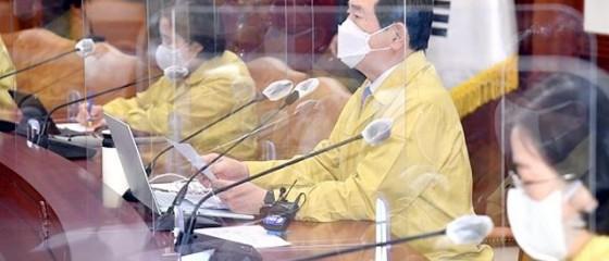 """정 총리 """"학원원·노래연습장 등 조건부 운영…카페·종교시설, 합리적 보완"""""""